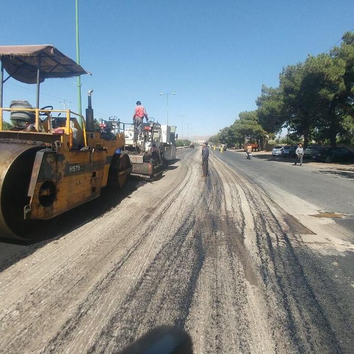 اجرای عملیات راهسازی و آسفالت خیابان